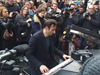 "Pianista tocó ""Imagine"" en la puerta del Bataclan en Paris"